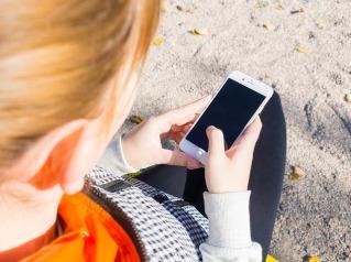 kid & smartphone